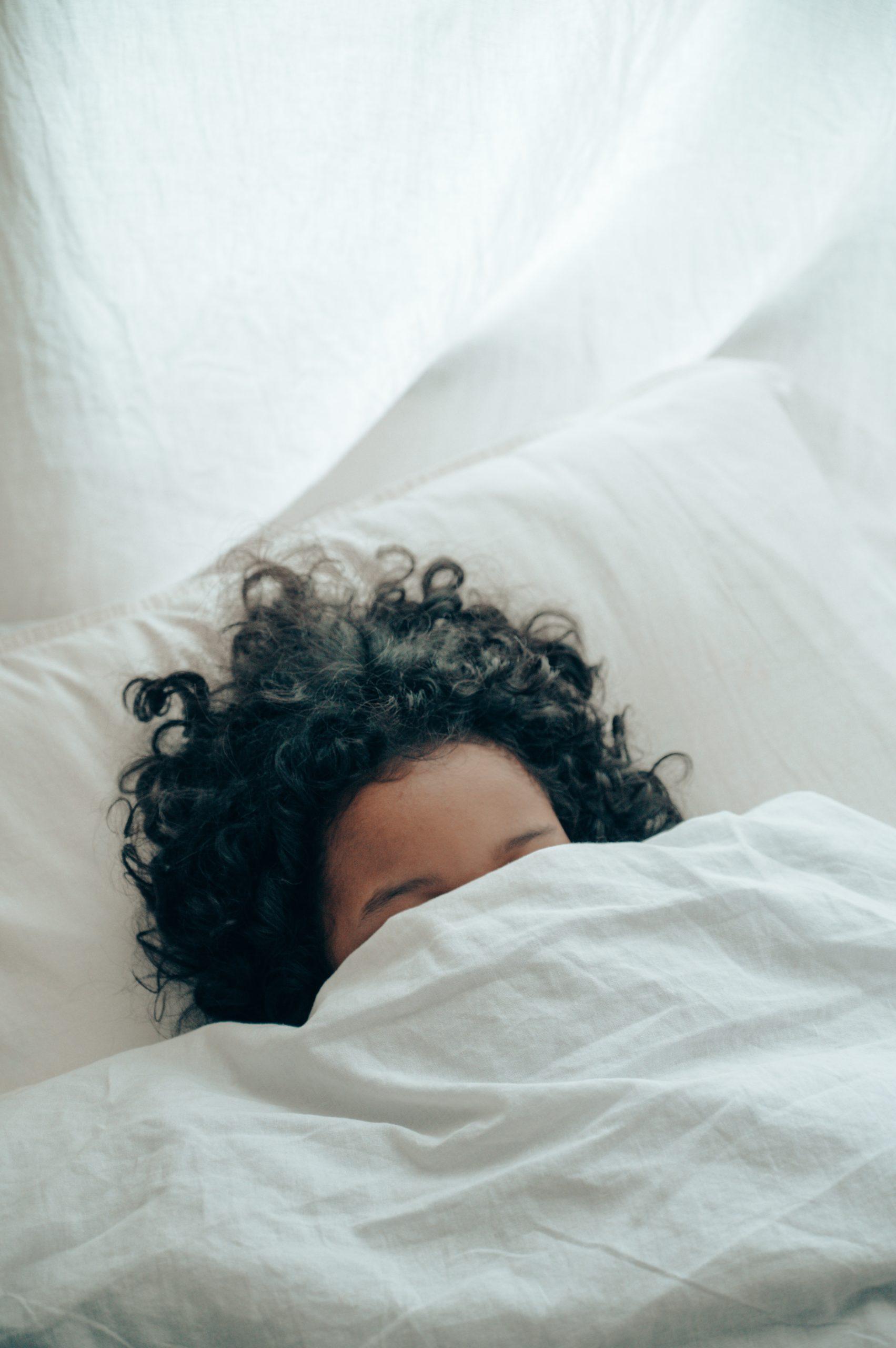 Eerste hulp bij slaapgebrek: 4 trucjes om er wakker uit te zien