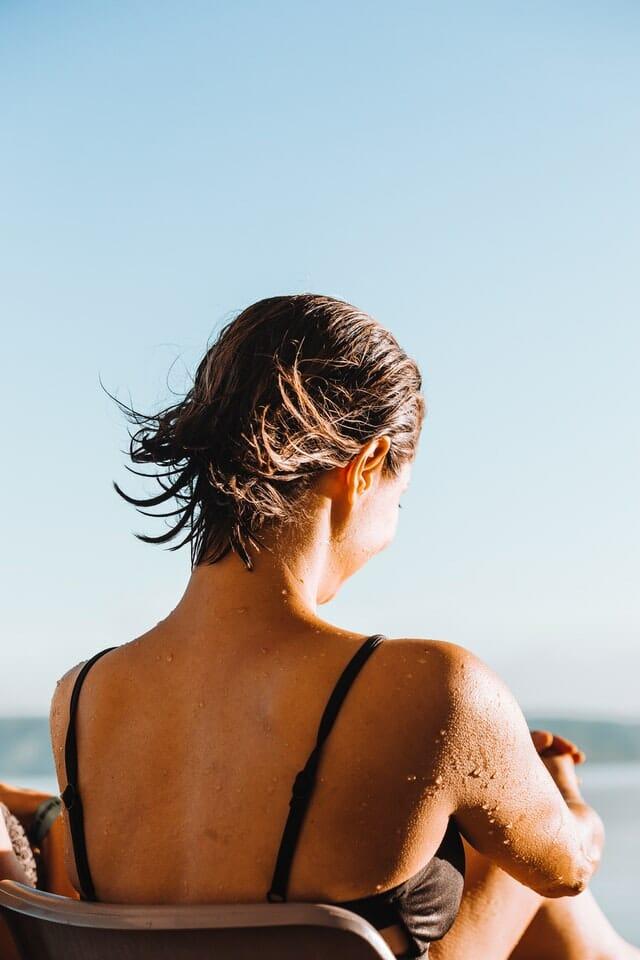 Waarom koud douchen goed is voor je haar